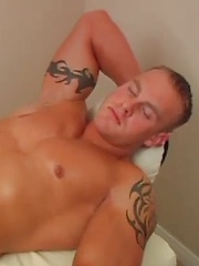 Massaging hot stud Jay McQuay by On The Hunt image #9