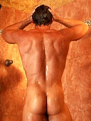 Hot muscle hunk Justin shows his shaved cock by Playgirl image #7