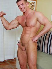 Muscle men Steve Paradi jacking off his schlong