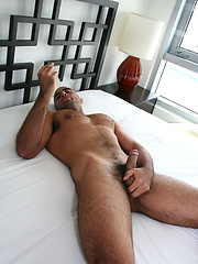 Muscled stud suck off rock hard cock
