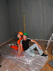 Horny construction twinks have a big empty room to fuck in