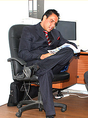 This gay tease can\\\'t wait to get home from work so he masturbates in the office