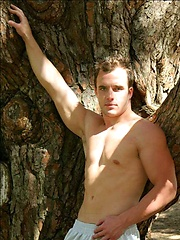 Hot muscle hunk Beaux posing naked