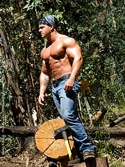 Muscule man posing in a woods