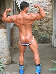 Latin bodybuilder Bruno Divino photos