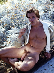 Vinatage pics of a hot gay muscle hunk