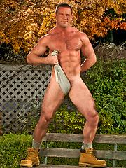 Mature bodybuilder posing naked outdoors
