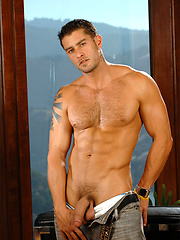 Hot muscle hunk Cody shows his perfect body