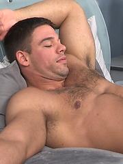 Hot muscle hunk Derek Atlas serviced