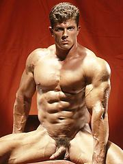 Muscle hunk Dave Sansone