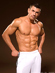Muscled man Darin Hawk posing naked