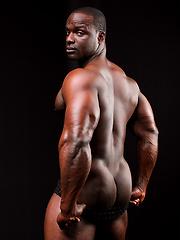 Ebony bodybuilder Gilberto Nestore