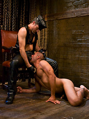New York dom, Master Avery suspended Leo Forte and fucks him with no mercy.