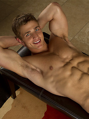 Hot muscle stud Marcus Mojo naked