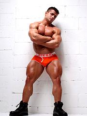 Cocky muscle boy Benny Ryder