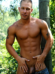 Aryx Quinn shows his perfect muscled body
