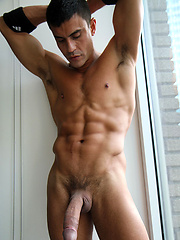 Rafael Carreras flashes that big cock to the tourists on 5th Avenue