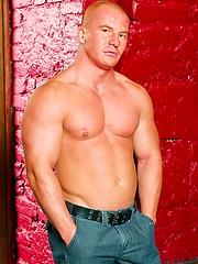 Big muscle hunk Alfredo Castaldo
