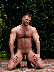 Big hairy muscle man naked