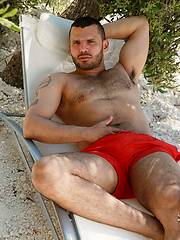Big muscle hunk Franko naked outdoors