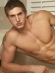 Muscled stud Todd