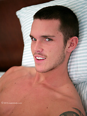 Athletic straight hunk Jay - jacking off and first time playing with toy