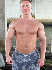 Muscle man Joey shows cock