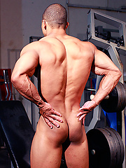 Shy Straight Pro Bodybuilder Jerks off on the gym floor!
