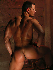 Hot muscle man shows cock and sexy butt