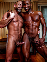 Andre Donovan tops muscle-bear Dirk Caber