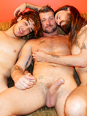 Rocker Dudes Have A Threesome