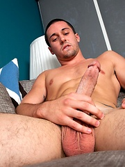 Chance Kidd is a hot bottom from Brazil who loves bodybuilders, hot sex and jerking off.