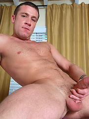 Muscled hunks Braxton Bond and Trevor Knight fucking