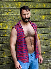 Hot, hairy and muscled Wilfried Knight