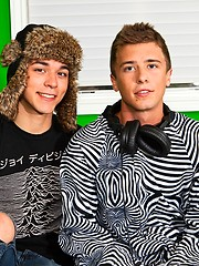 Horny twinks Matthew Keadingand Ashton Rush have fun