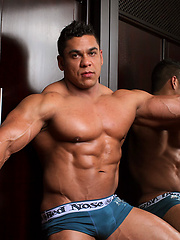 Latino bodybuilder Pablo Blades shows his muscle cock