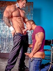 Marcus Ruhl fucked by horny bodybuilder Zeb Atlas