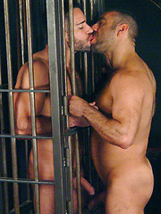 Manu Maltes and Edu Boxer oral sex in prison