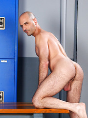 Wrestlers Adam Russo and Mike Martinez fucking in a locker room