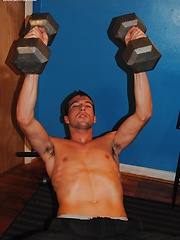 Fit guy Kelly O'Connell jerks off after his workout.