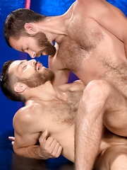 Hairy athletic guys Tommy Defendi & Seth Fisher fucking