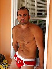 Hairy muscle hunk Jesse Balboa