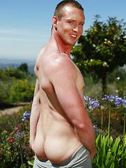 Muscle american stud Leo Winston