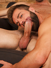 Hot muscle stud gets his ass nailed